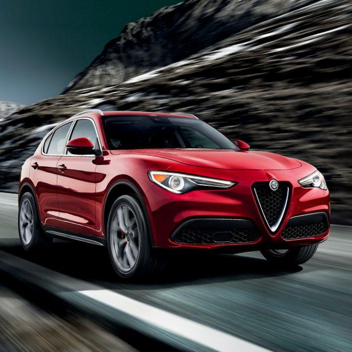 Imagen continua del extremo delantero del Alfa Romeo Stelvio 2019