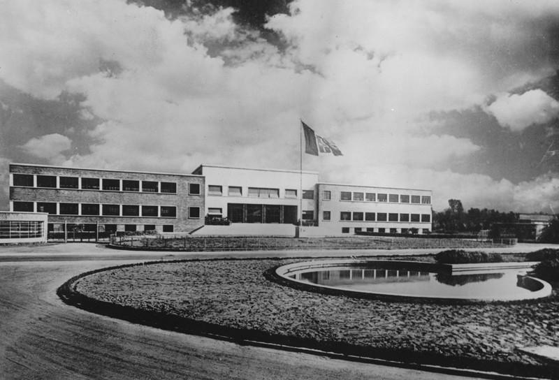 1939: Alfa comenzó a construir una nueva fábrica de motores