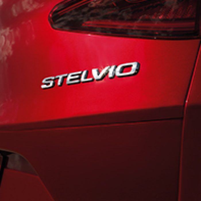 Emblema trasero del Alfa Romeo Stelvio 2018